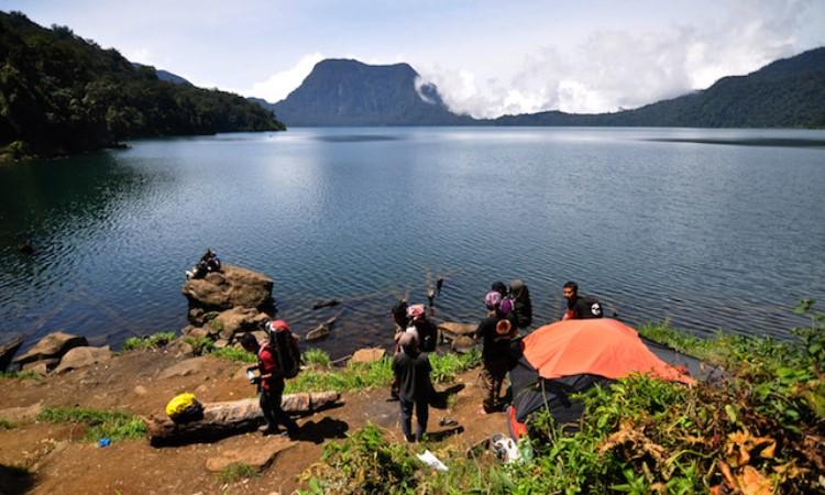 Danau Gunung Tujuh via Wego
