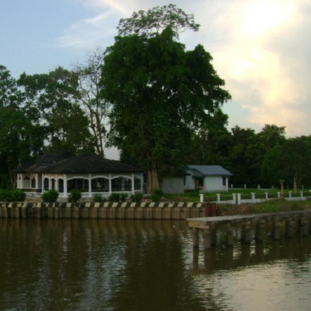 Makam Rang kayo Hitam - Tempat Wisata Di Tanjung Jabung Timur
