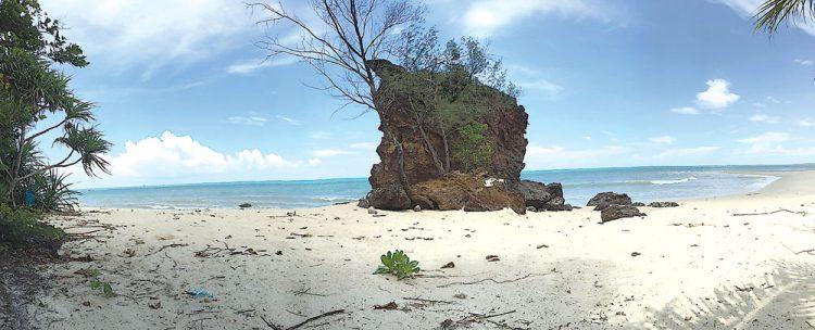 Pantai Batu Berdaun