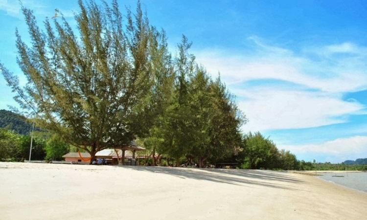 Pantai Pongkar