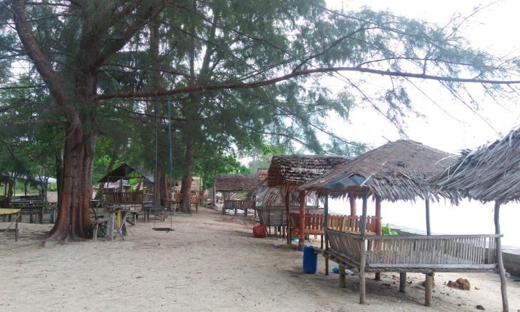 Pantai Sakera via Pusatinfowisata26.blogspotcom