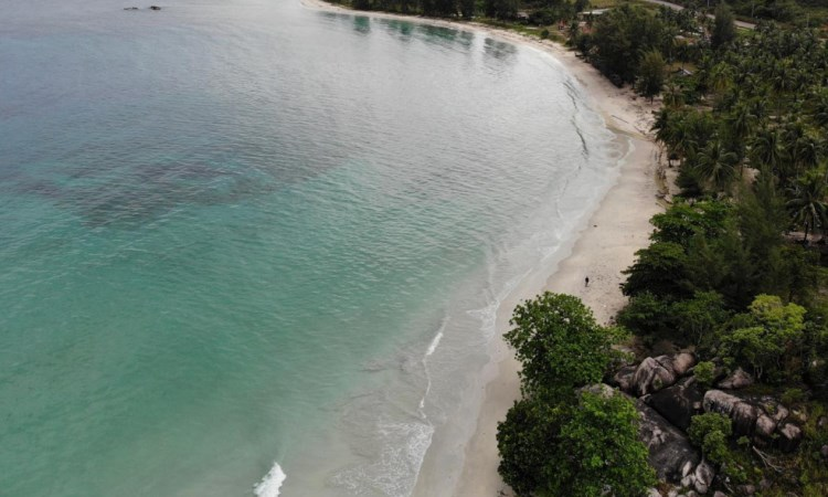 Pantai Trikora via Pesona Travel