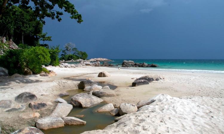 Pulau Beralas Pasir via Bintantravel