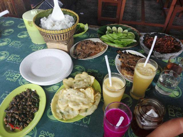 Rumah Makan Beti via BUnda-fathiya.blogspotcom