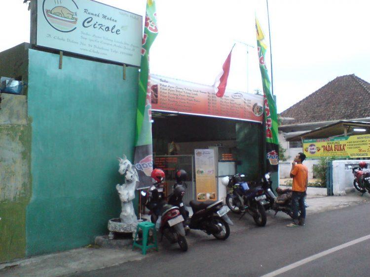 Rumah Makan Cikole vua Sukabumitoday