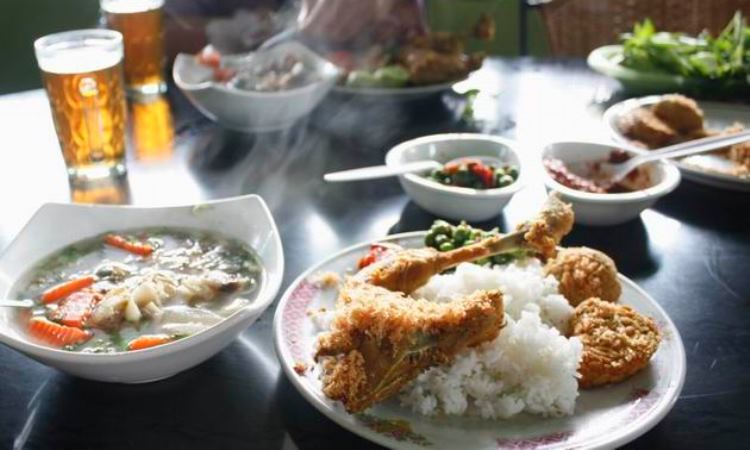 Rumah Makan Cipondok via Mediawargakuningan.wordpresscom