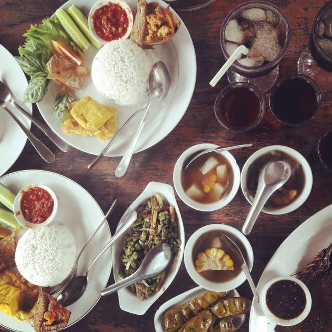 Rumah Makan Joglo Sumedang via IG @jajangfitra