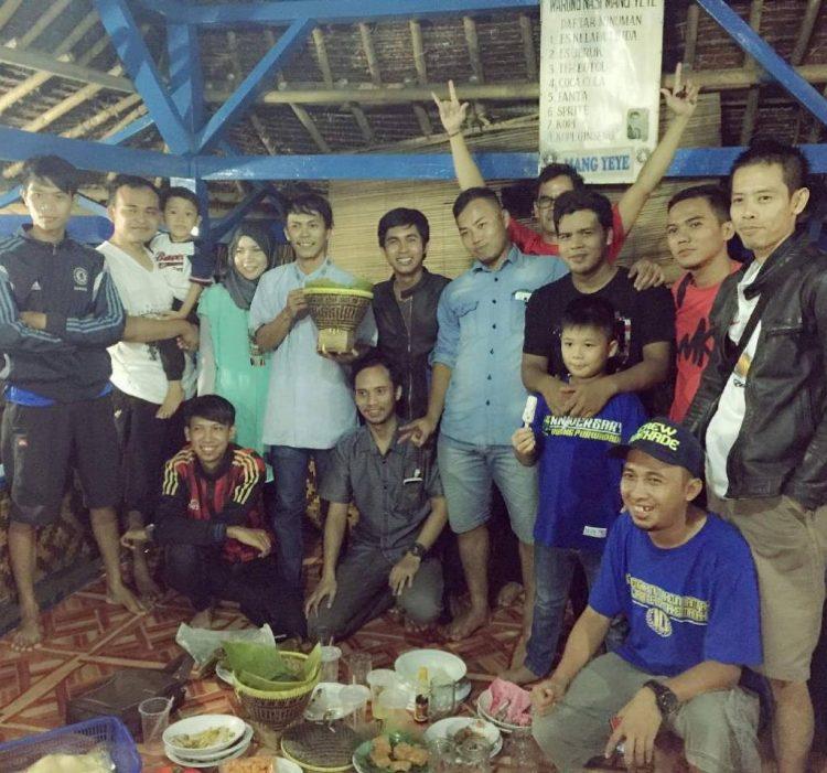 Rumah Makan Mang Yeye via IG @asmirclasik