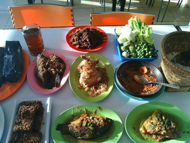 Rumah Makan Mergosari via Rons-ara.blogspotcom