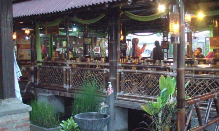 Rumah Makan Pananjung via Kompasiana - tempat makan di Garut