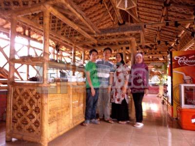 Rumah Makan Saung Balong via Imfosda.blogspotcom