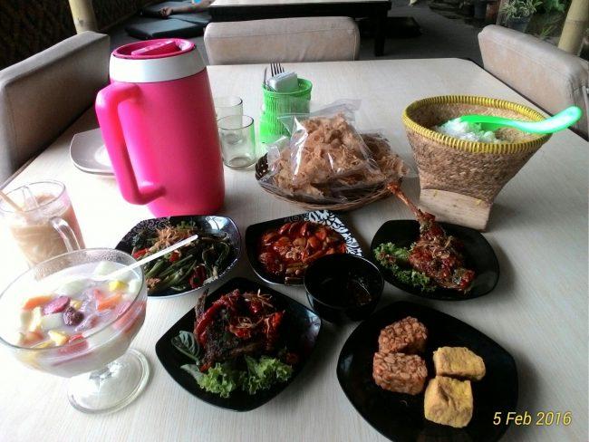 Rumah Makan Saung Cibingbin 2