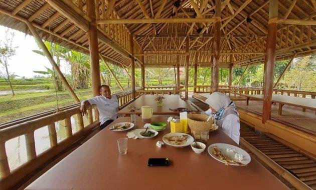 Saung Botram Biotirta via IG @penti.cerelia