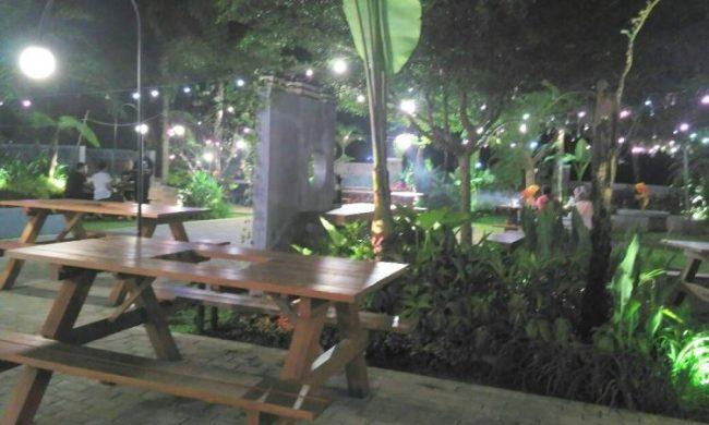 Saung Gunung Jati via Butirbutirpasirdipantai.blogspotcom