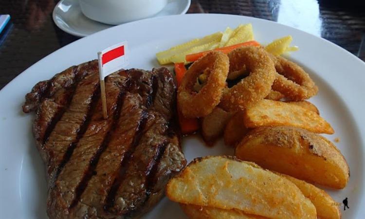Tomodachi Steak and Seafood via Jalanjalankenai