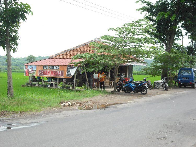 Warung Kasreng Luragung via Wikimedia