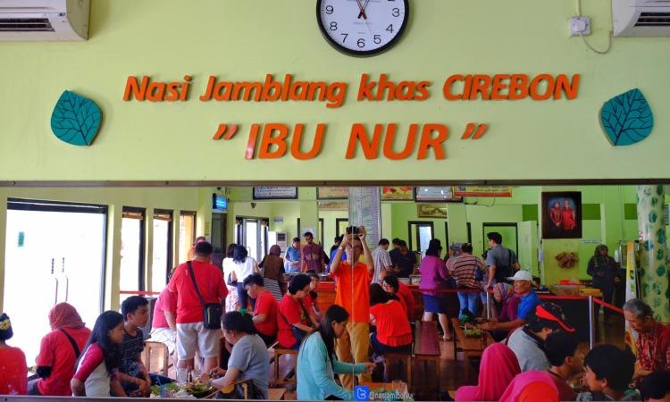 Warung Nasi Jamblang Ibu Nur via Ibenimages