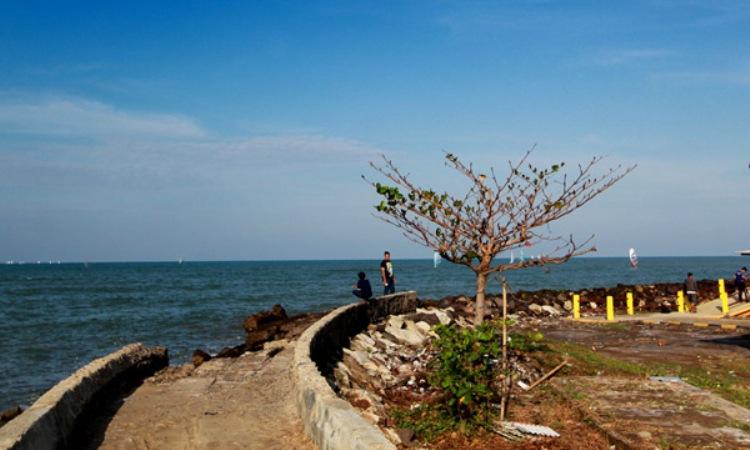 Pantai Balongan via Radarcirebon