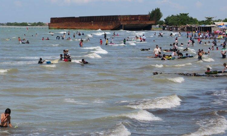 Pantai Glayem via Jabarprovgoid