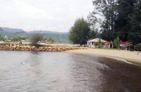 Pantai Indah Kalangan via Penginapan