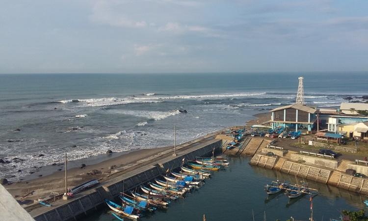 Pantai Jayanti via Kompasiana