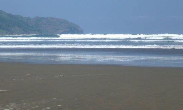 Pantai Jetis via FB