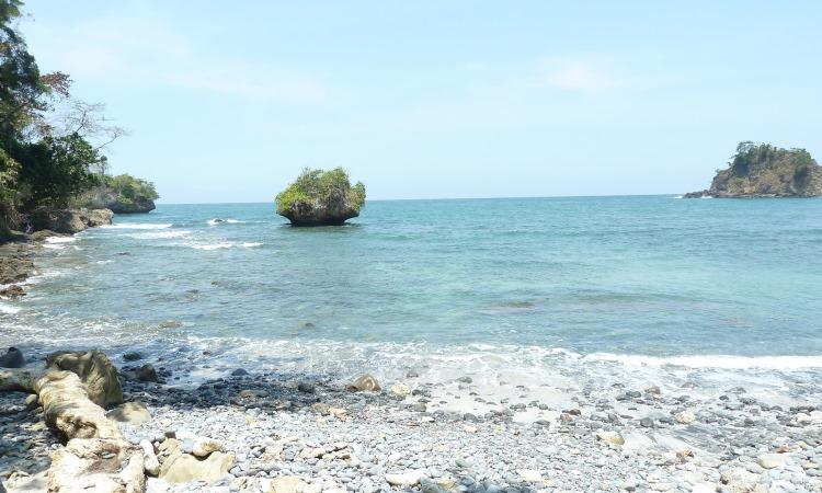 Pantai Karang Bandung via Clacapan