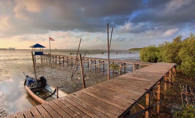 Pantai Karang Kering via 500px