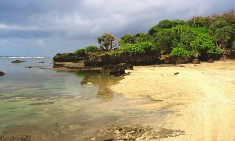 Pantai Sayang Heulang via Ayobandung