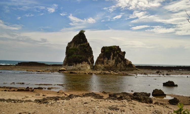 Pantai Tanjung Layar via Irhamfaridh