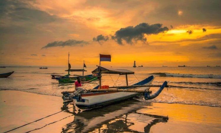 Pantai Teluk Penyu via IG @nyo_item