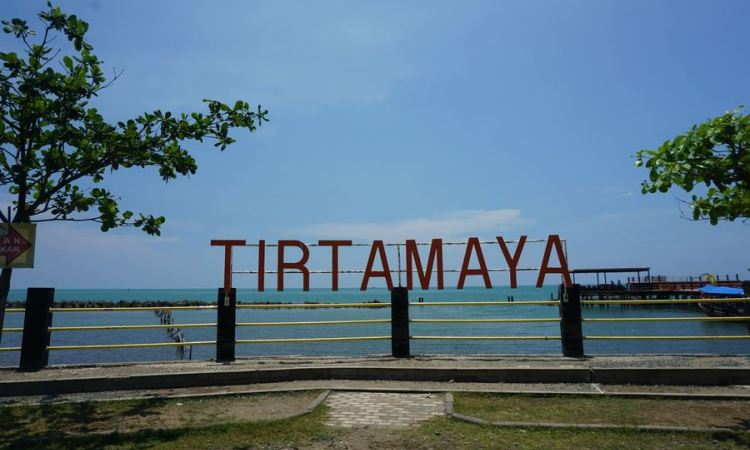 Pantai Tirtamaya via Detik