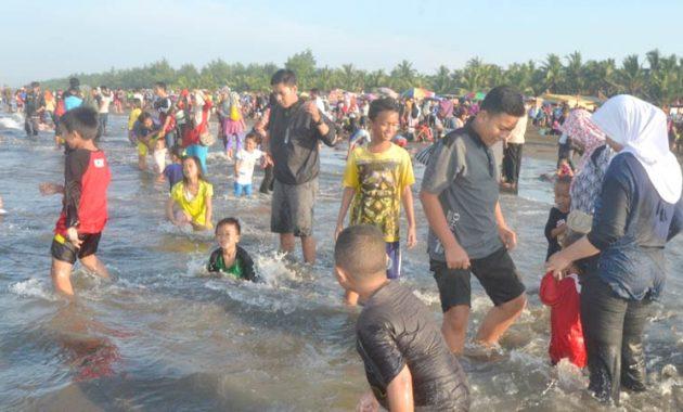 Pantai Widarapayung via Lelungan