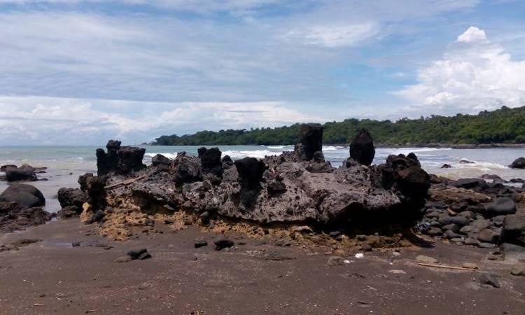 Pantai Batu Kukumbung via Berita-cidaun.blogspotcom