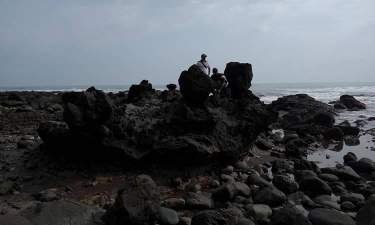 Pantai Cigebang via Wisataanakbandung.blogspotcom