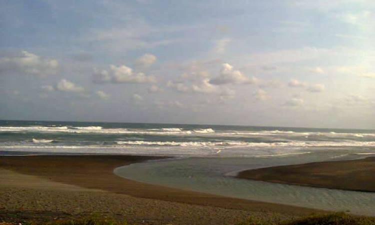 Pantai Cipanglay via FB Komunitaspedulicianjurselatan