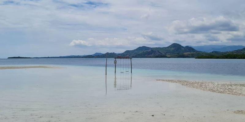 Pantai Ratu Tenilo via IG @Ciashu