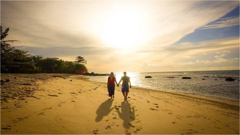 Pantai Tanjung Lesung via IG @rachmat.suryo