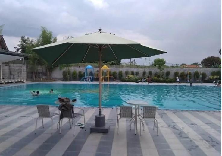 Kolam Renang Umum Taman Cipto