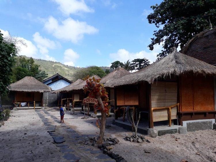 Balai Bontar & Surf Camp via Gites