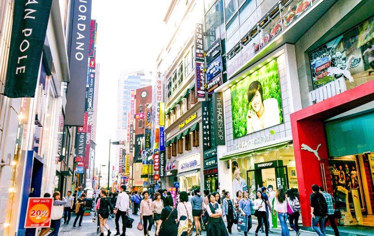 Berbelanja di Myeongdong via Agoda