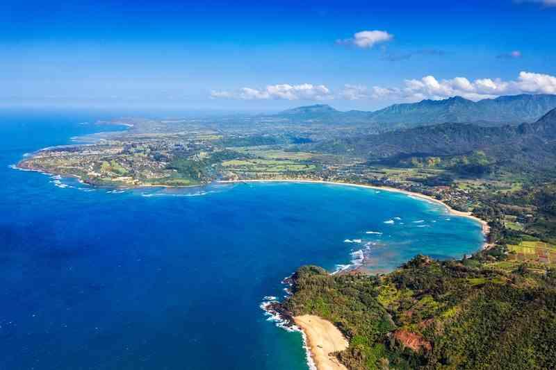 Hanalei Bay via Shutterstock