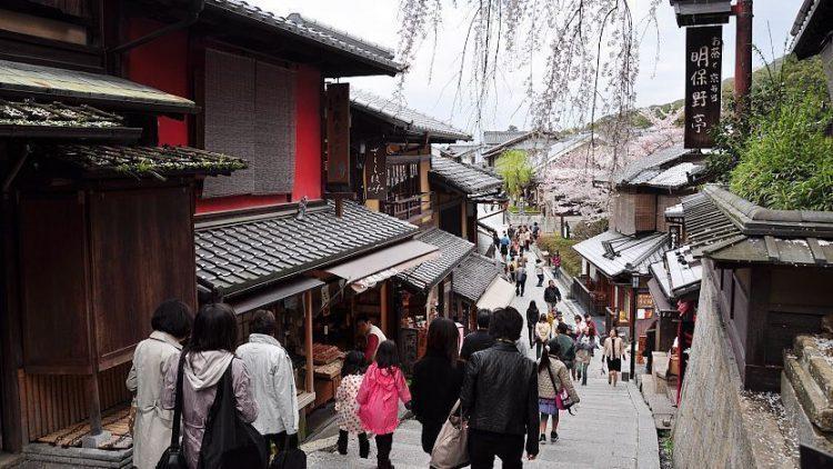 Higashiyama via Japan GUide