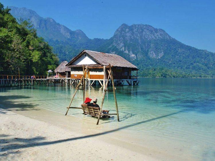 Honeymoon di Pulau Ora Maluku via Medium - Wisata Indonesia Mirip Maldives