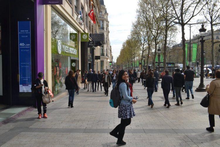 Jalan Kaki Menelusuri Kota Paris via Winnymarlina