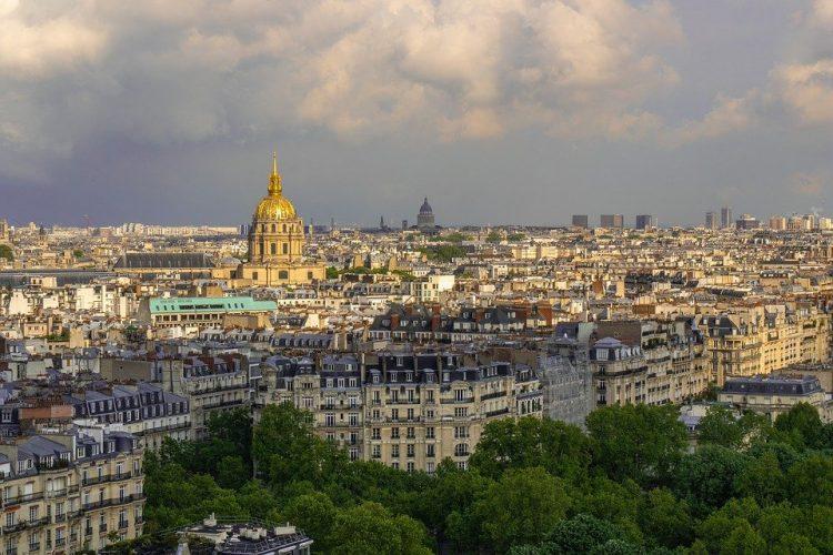 Lanskap kota Paris via Pixabay