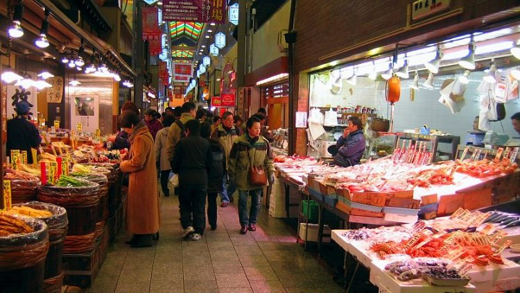 Nishiki Market via Japan Guide - Tempat Wisata di Kyoto