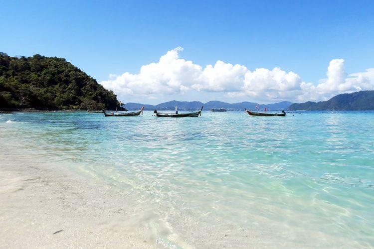 Pantai Banana via Hotels