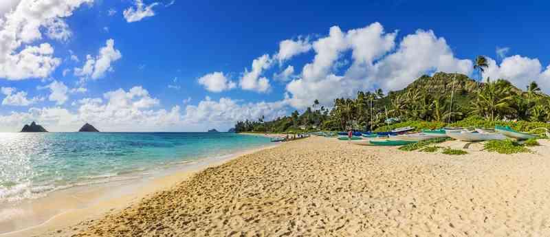 Pantai Lanikai via Shutterstock