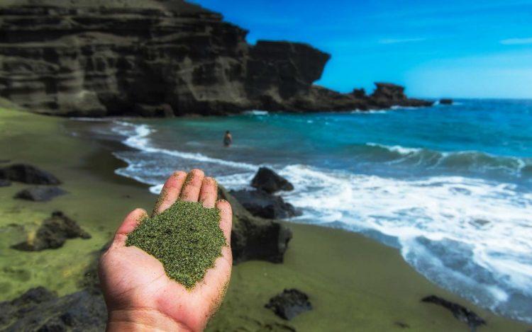 Papakolea Beach atau Green Sand Beach via Sarahbeekmeans